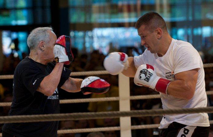 Фоторепортаж: Открытая тренировка Виталия Кличко и Томаша Адамека во Вроцлаве